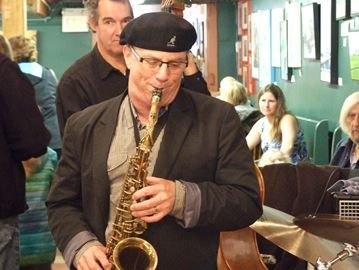 Orillia Jazz Festival swings with sweet sounds - The Will Davis Trio entertained customers at Mariposa Market on Sunday, the final day of the 2014 Orillia Jazz Festival.