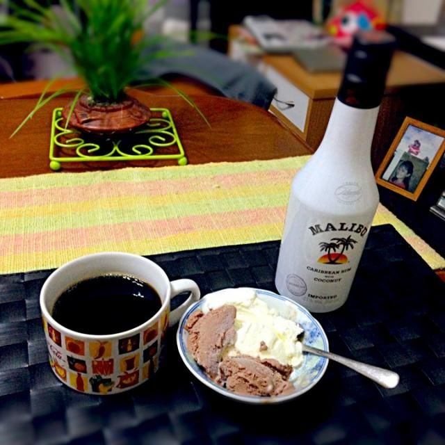 アイスクリームにタップリとマリブ【ココナッツ・ラム】を注いで南国気分の大人スイーツ - 31件のもぐもぐ - MALIBUフロート by manilalaki
