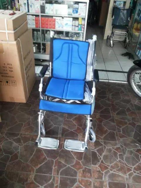 kursi roda travelling ini terbuat dari alumunium yang ringan dan kuat,kursi roda ini di gunakan untuk berjalan-jalan dan berpergian praktis dan ringan,tokobjuga MENJUAL ANEKA KURSI RODA,TABUNG OKSIGEN, NEBULIZER,TONGKAT ALAT BANTU BERJALAN,TENSI METER DIGITAL,OMRON, ABN,LAICA,GEA,GCU,GDS, NESCO,COLLAR,KORSET MURAH DI CIBUBUR CIRACAS