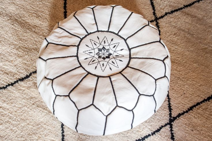 Moroccan leather pouf white with black sewing, refined, design, luxury leather pouf Handmade stitched and embroidered de la boutique MOROCCANPOMPOM sur Etsy