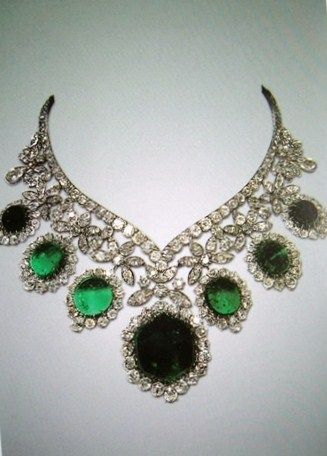 Emerald and diamond necklace that belonged to the royal family of Iran