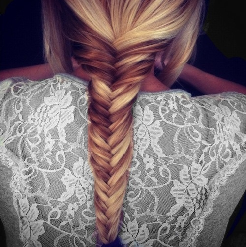 we LOVE this fishtail plait. very easy to do, and can have a dramatic effect on any outfit!