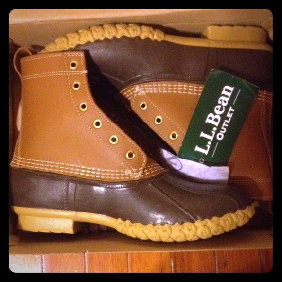 """LL Bean duck boots women's 10 thinsulate New LL Bean 8"""" duck boots women's size 10 thinsulate New  with tags hand crafted in Maine, USA meant to last 20+ years Thinsulated with lining for extra protection during rain and snow L.L. Bean Shoes Winter & Rain Boots"""