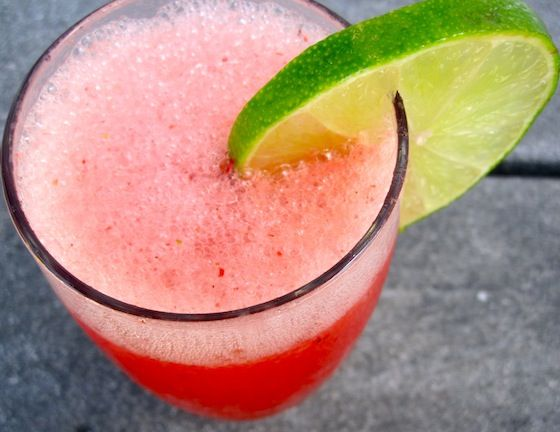 Colombian Strawberry Limeade: Fresa Strawberries, Ice Cubes, Colombian Recipe, Colombian Food, Limeade Recipe, Strawberries Limeade, Colombian Strawberries, Cups Water, Limes Strawberries