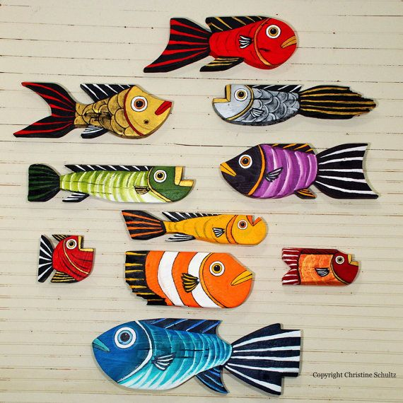 Red and Gold Painted Wood Fish Folk Art por TaylorArts en Etsy