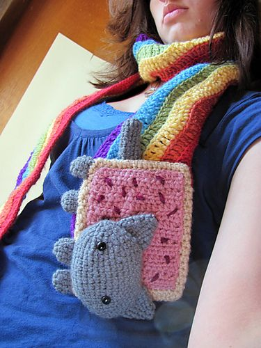 """Nyan Cat Scarf! . . . . I think someone was giving me a """"hint"""" that she wants me to make one for her   HHHhhmmmmmmm"""