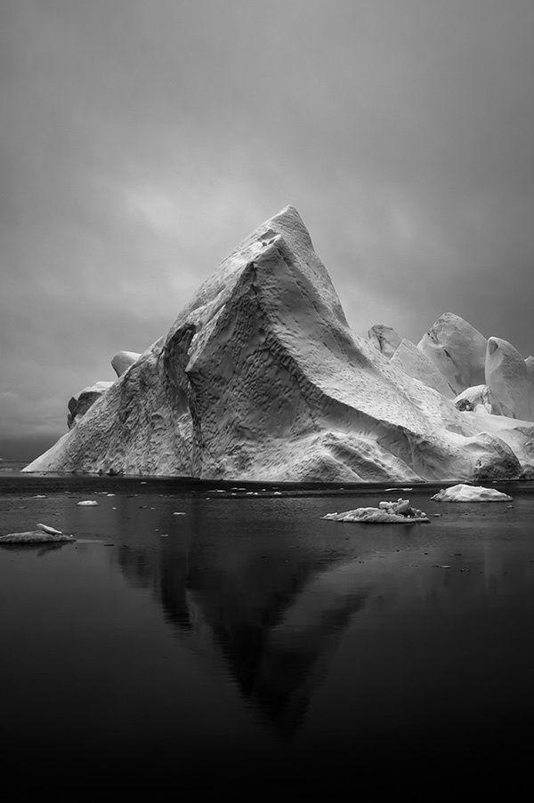 Айсберг картинка черно белая