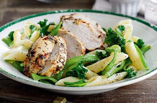 Slimming World's garlic and thyme chicken with vegetable penne