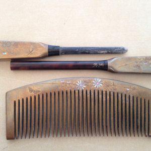 Vintage Japanese maki-e kogai kanzashi and kushi comb set w/ butterfly & flower design- gold, shell inlay