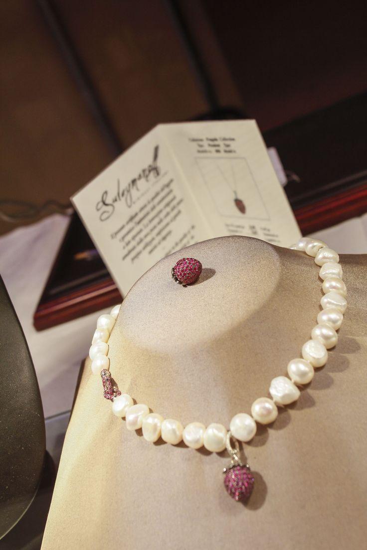 Ogni gioiello firmato Suleymanoff e' accompagnato da un certificato di autenticita' che ne attesta le uniche caratteristiche e l'autenticita' delle gemme