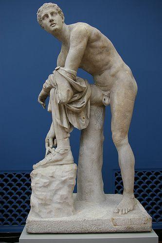 Hermes atándose una sandalia | Lisipo | Arte griego, época clásica tardía (s. IV a.C.)