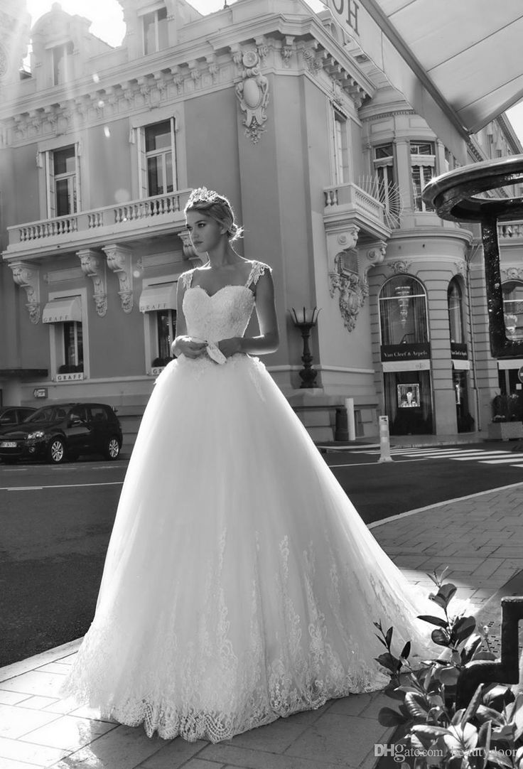 Vintage chantilly lace ball gown wedding dresses 2017 cap for Tiered wedding dress with sleeves