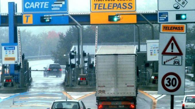 A14: fuga di gas nel casello autostradale. Panico nella zona. Servizio sospeso