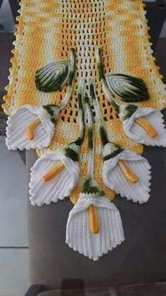 Caminho de mesa em crochê                                                                                                                                                      Más