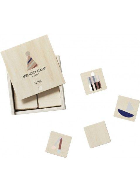 Ein hochwertiges Memory-Spiel von Ferm Living aus Holz, dass Du nicht im Schrank verstecken musst. :) Erhältlich bei www.kleinefabriek.com.