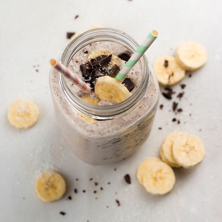 Met banaan, kokosmelk, en 3 blokjes pure chocolade maak je een overheerlijke en romige gezonde milkshake, die ook nog eens lekker gezond is!