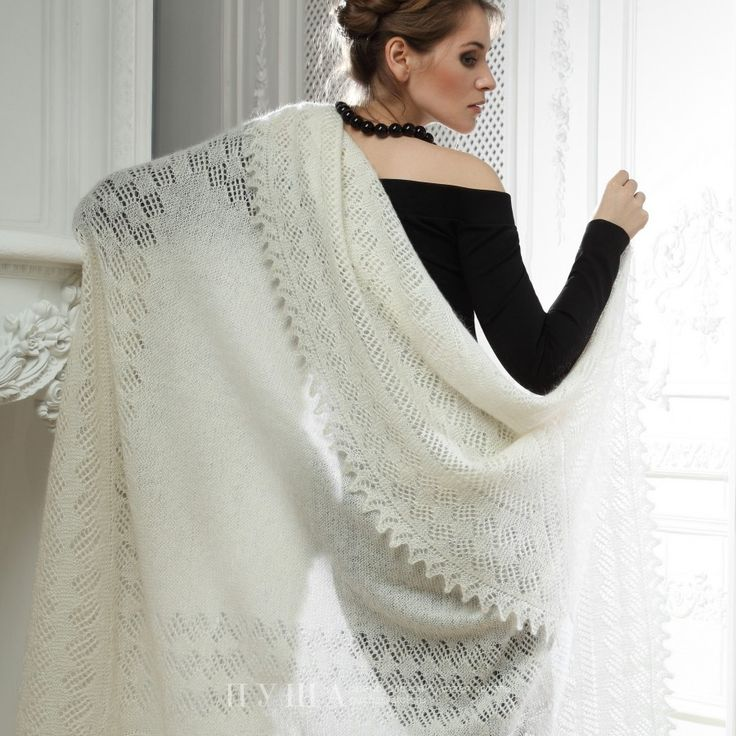 Classic Shawl represents a traditional luxury, practicality and beauty. It combines centuries-old traditions and lasting quality. Thick knitting in the middle of the shawl is adorned with wondrous in its beauty fringe with a pattern by a craftswoman. 80% goat wool, 20% cotton thread - 289$