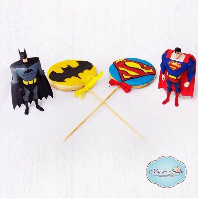 Batman Vs. Superman! Os super biscoitos dos seus super heróis favoritos, por #mardejujuba! ✔️ Encomendas por Whats ou por e-mail no mardejujuba@hotmail.com #batmanvsuperman #batman #superman #superheoi #superhomem #super #biscoitonopalito #biscoitosdecorados #decoracaodesuperheroi #festaparameninos #boys #festa #party