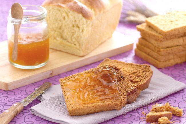 Le fette biscottate sono delle gustose  e fragranti fette di pane tostato ideali per la prima colazione.