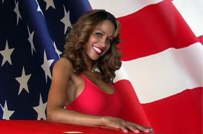 Stacey Dash attacks Oprah on Twitter
