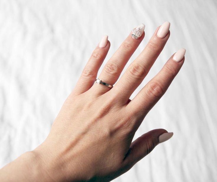 Therez.se - #nailcode #pinkandsilver #nails #crown detail