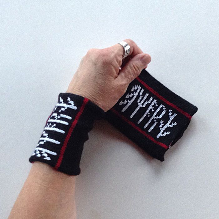"""Motivet er fra Heddal stavkyrkje. Flere produkt i samme serie som heter """"Rune"""". Disse blei strikka denne uka :)"""