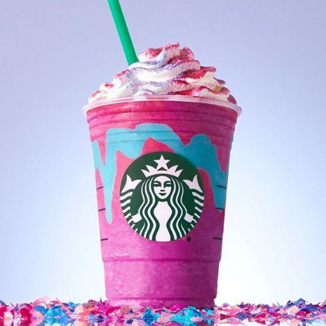 Einhorn-Fans aufgepasst:Wir machen den Einhorn Frappuccino jetzt ganz einfach selbst und er hat auch noch weniger Kalorien als das Original von Starbucks.
