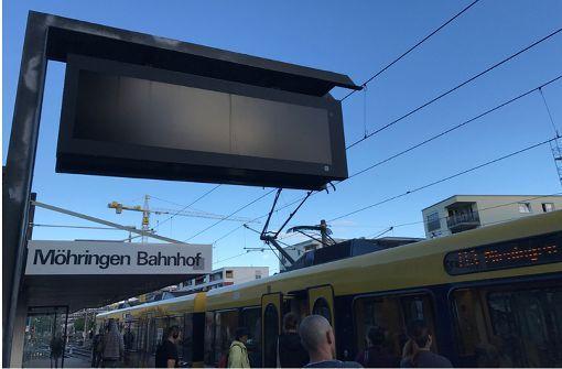 Die Anzeigetafeln, wie hier in Möhringen, blieben am Dienstagmorgen schwarz. Foto: Jörg Breithut