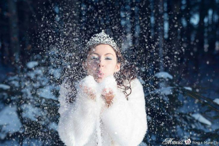 Best wish  #icequeen #eiskönigin #eis #princess #prinzessin #schnee #snow #pusten #sparkle #winter #zauber #pelz #fell #weiß #glitter #diadem #strass #collier #glitzer #manuelas_foto #manu'sfoto&make-up