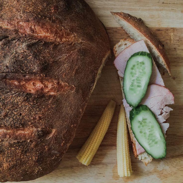 домашний хлеб, бездрожжевой хлеб, хлеб на закваске, бутерброды, закуска, фуд фотография
