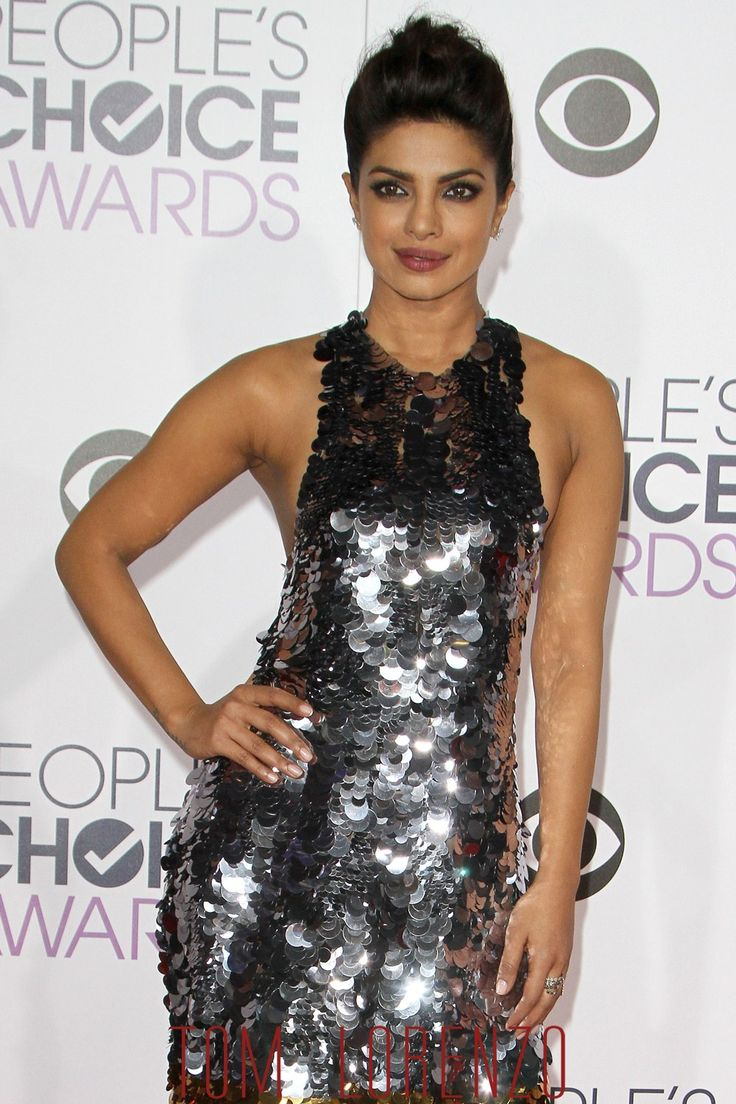 Priyanka-Chopra-People-Choice-Awards-Red-Carpet-Fashion-Vera-Wang-Tom-Lorenzo-Site (1)