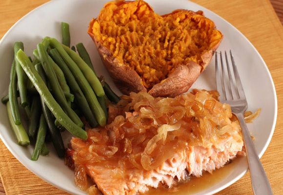 POST WORKOUT MEALS - Salmon and Sweet Potato:  Protein-rich salmon is a packed full of omega-3s, and will keep you satisfied to avoid snacking. Try pairing salmon with spinach or green beans for vitamins and minerals and sweet potato for slow-burning carbohydrates.