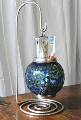 Savvy Projects - Toothpaste and brush holder.