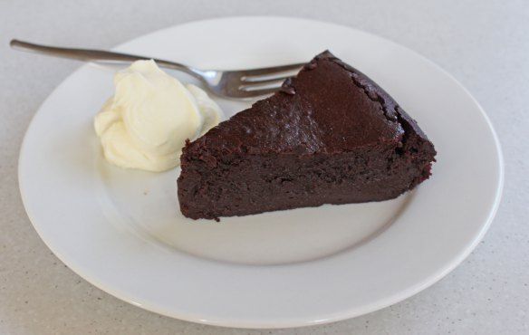 Paleo Challenge Day 31 (Last Day) - Flourless Chocolate Cake. Celebrating the end of the challenge.