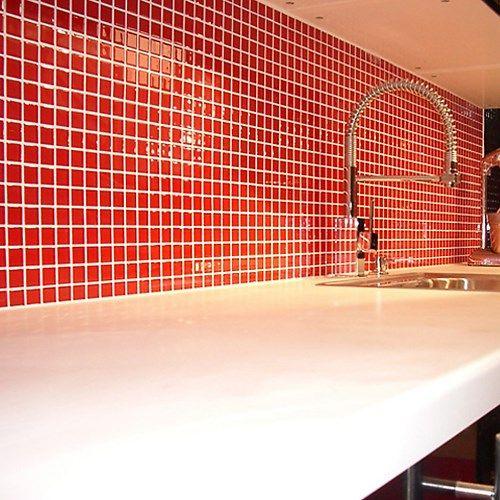 Röd glasmosaik