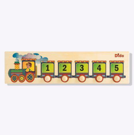 Maria Montessori insisteva su metodi di apprendimento legati a operazioni che si fanno con le mani: per imparare numeri e quantità,Il bambino confronta le dimensioni degli oggetti, impara a contare e, per mezzo dei puzzle, memorizza la scala numerica. Anche igiochi matematici in legno che aiutano a imparare le tabelline sono ispirati a questo criterio.