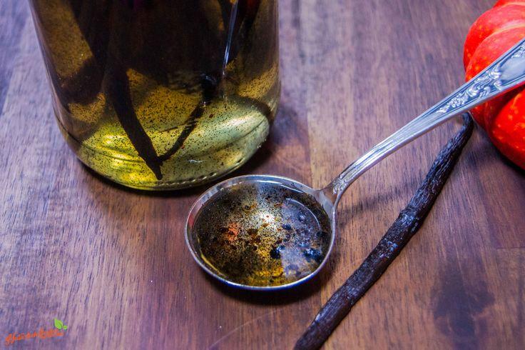 Vanilleextrakt ohne Zucker und Alkohol selber machen ist ganz einfach, das Rezept mit Video findet ihr auf meinem Blog.