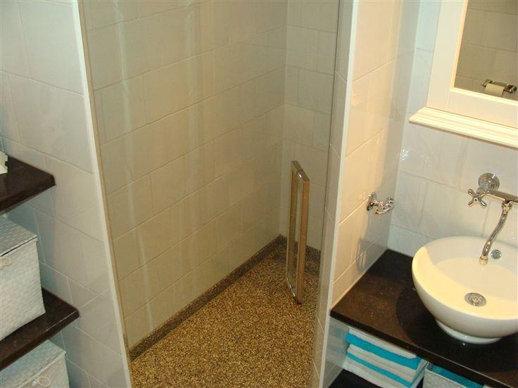 Profiel loze douchedeur! Deze douchedeur heeft geen profielen, dus een douche zonder alle minder mooie kunststof delen die vies kunnen worden of slijten!