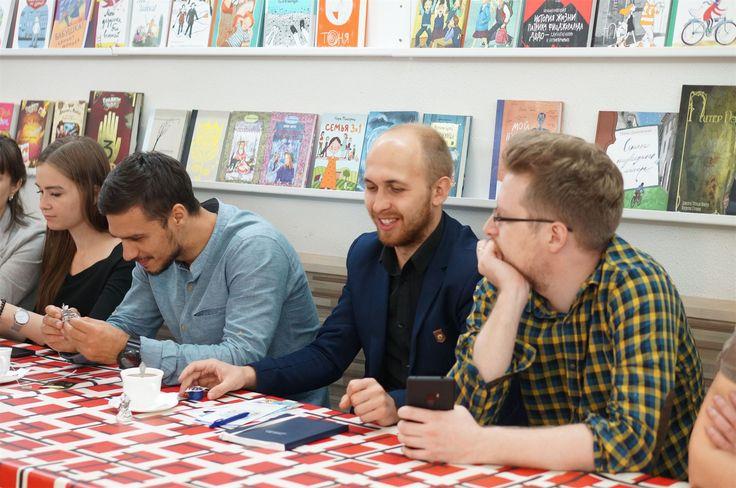 Недавно Teamsoft с дружественным визитом посетили предприниматели из Томска.   Мы показали им офис, рассказали о том, как и чем живет компания, а Гузель Фаатовна побеседовала с гостями за чашечкой чая в Teamloft, поделилась советами и ответила на вопросы.   Приятные знакомства, вдохновляющие истории из жизни, советы и рекомендации. Спасибо коллегам за интересную компанию!