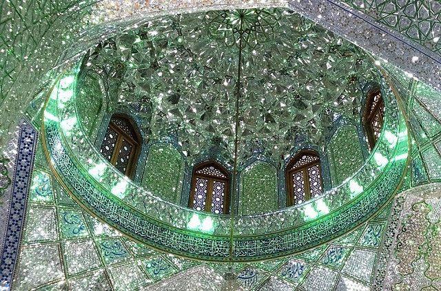http://japan.digitaldj-network.com/articles/32732.html イランのモスク「シャー・チェラーグ廟 (Shah Cheragh)」 (via. liliana belli)