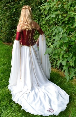 Wedding dress inspiration #1:  Love the red/white sleeves & the way it flows. The front of my dress will be Completely diff than this & it won't have separated sleeves like this one.
