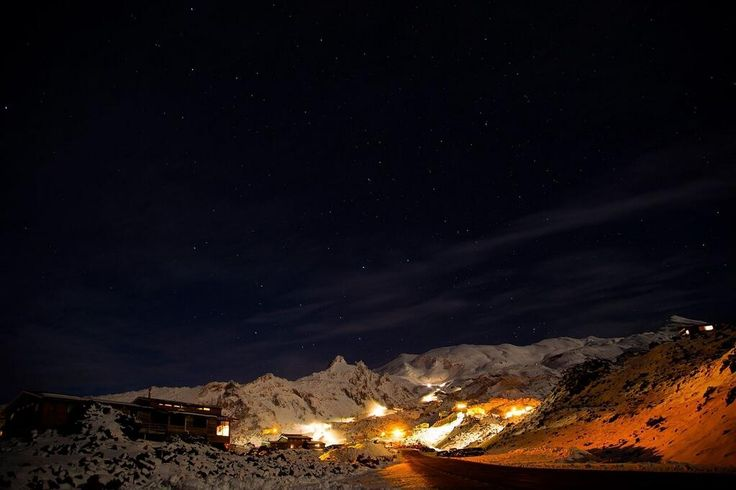 Amazing night time shot of Mount Ruapehu by Martyn Davies: pic.twitter.com/6AqxYBHfXC