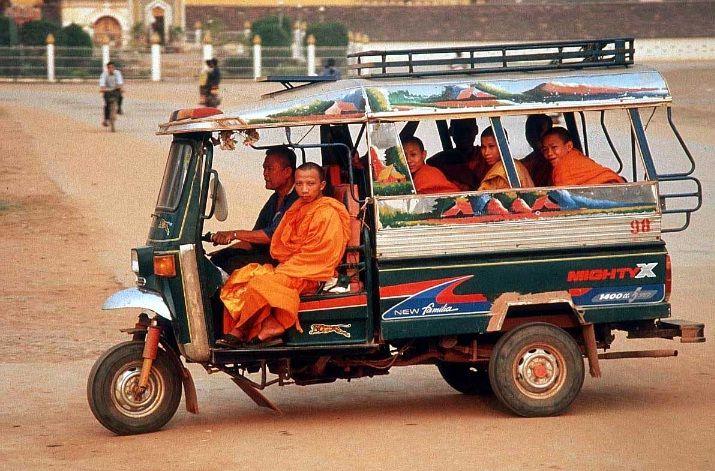 Tuk tuk au Laos - HORIZON VIETNAM VOYAGE - agence de voyage au Vietnam proposant des voyages au #Laos. Des circuits sur mesure au Laos et dans toute l'Indochine hors des sentiers battus en respectant un tourisme solidaire.