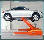 Garage with space for hydraulic car lifts