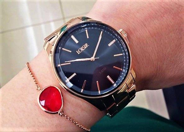 Wauuwww! Worden jullie ook zo blij van het Facet horloge met de combinatie zwart en roségoud😍? Wat vind jij? Zeker wel een ideetje om je outfit iets chiquer te maken😊. Je vindt het op www.aperfectgift.nl. Liefs, Sophie . . .