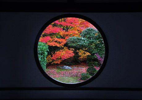 紅葉名所高峯「源光庵:悟りの窓」