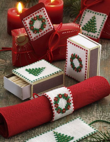 De broderede minimotiverne pynter på f.eks. æsker og gavekort.