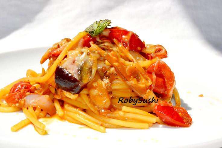 Spaghetti alla parmigiana con menta! You can find the recipe here ---> http://robysushi.com/2013/06/14/5-ingredienti-5-mosse-una-ricetta-spaghetti-alla-parmigiana-con-menta/
