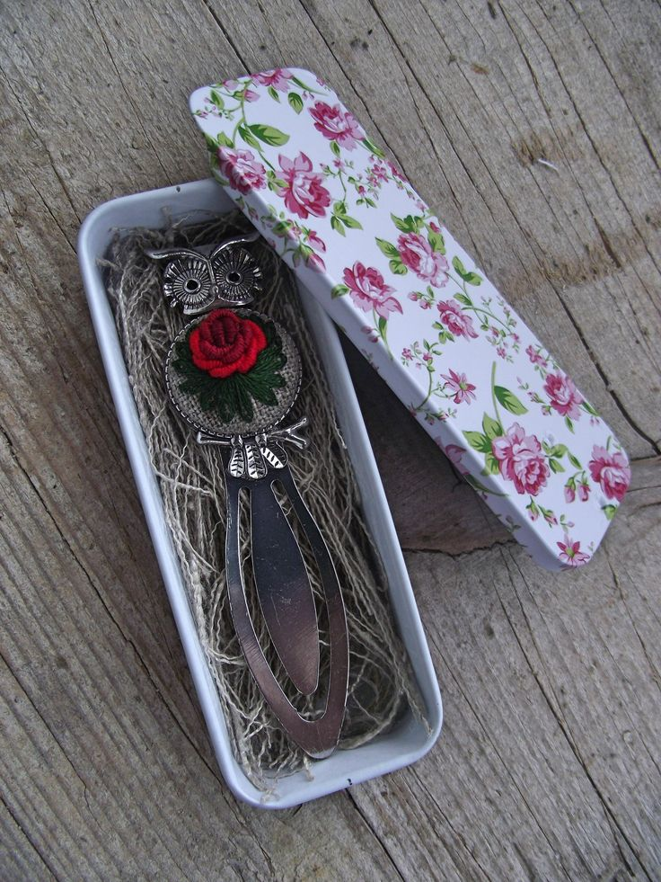 Hand embroidered metal bookmark, floral bookmark, gift for booklover, back to school gift by ZoZulkaart on Etsy