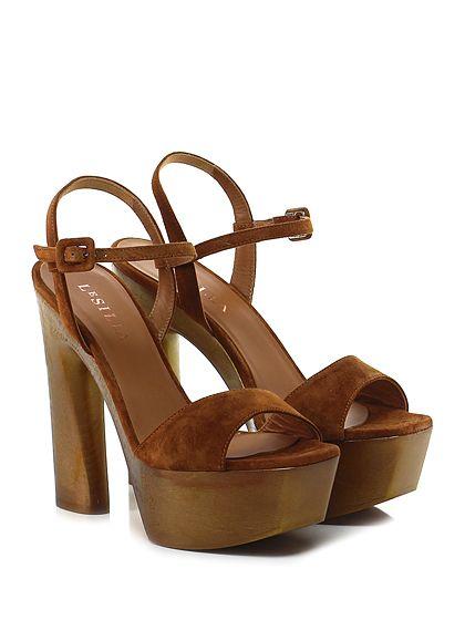 LE SILLA - Sandalo alto - Donna - Sandalo alto in camoscio con cinturino alla caviglia e suola in cuoio. Tacco 145, platform 50 con battuta 95. Platò e tacco in legno. - TABACCO - € 572.00